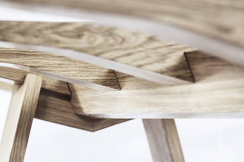 """Chiglia, il tavolo ispirato allo """"scheletro"""" delle navi"""