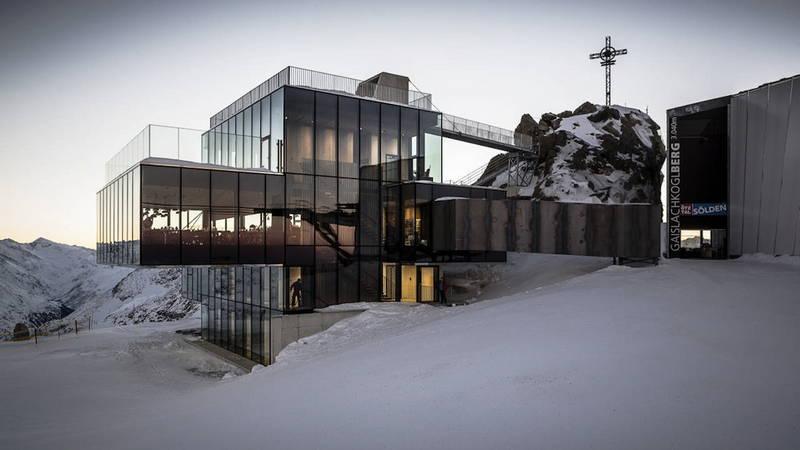 Ice-Q, il rifugio di design più alto d'Europa