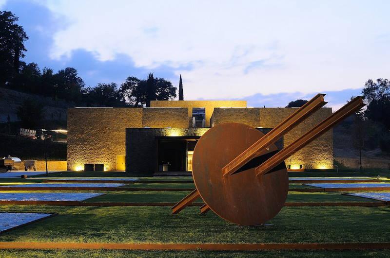 In toscana, un tour di 25 cantine tra vino, architettura e design ...