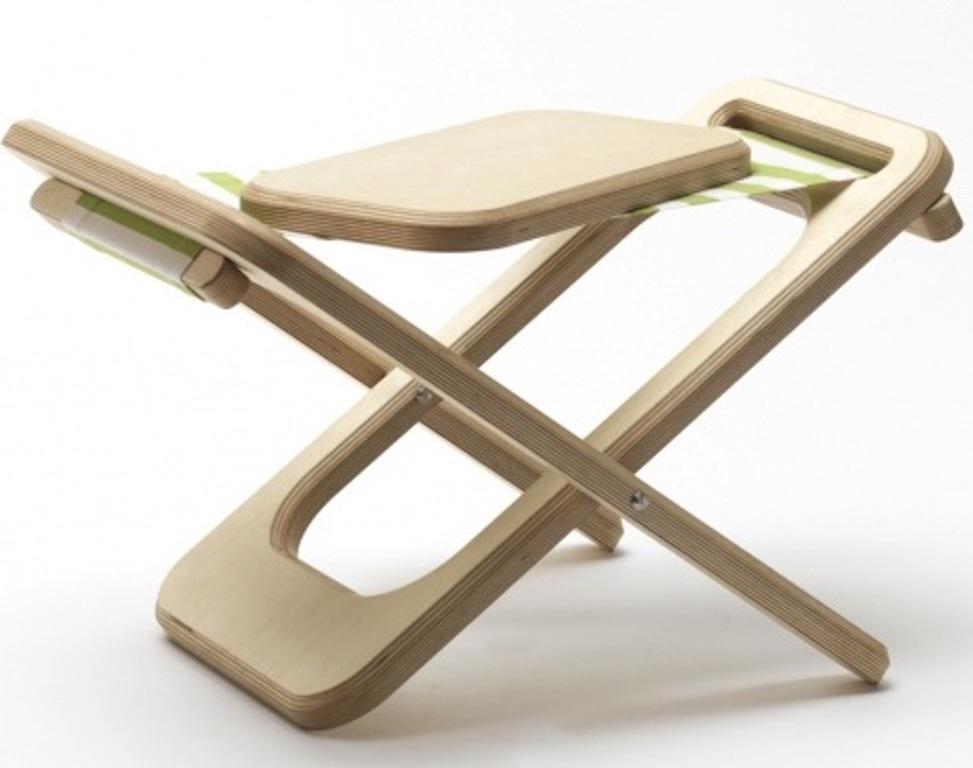 Sedia A Sdraio In Legno : Una sedia a sdraio di design per interni ed esterni