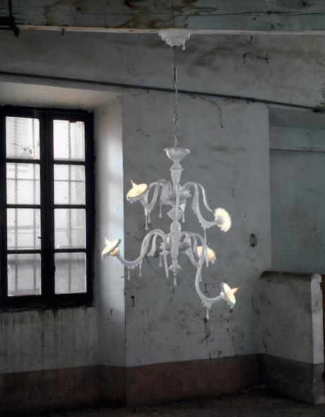 Un ironico lampadario