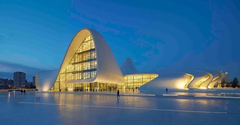 Heydar Aliyev centre a Baku di Zaha Hadid Architects