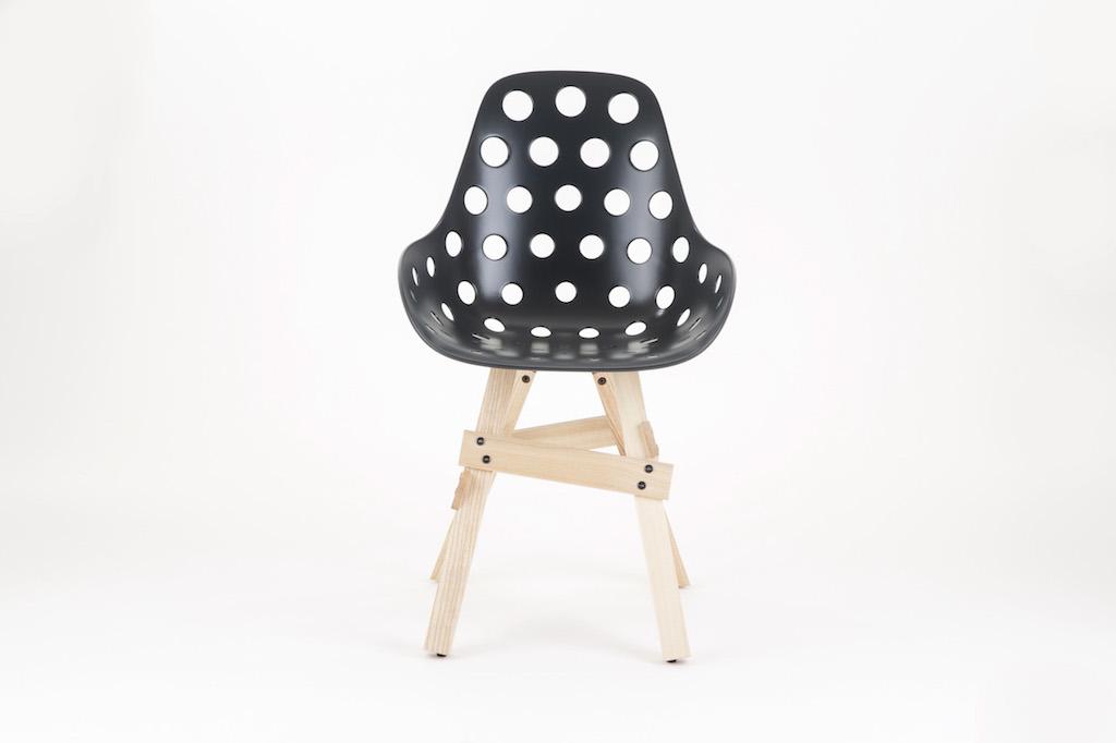 Kubikoff La Sedia Icon Pop Cuoio E Frassino : Icon chair la sedia coi buchi ma anche no