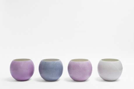 I vasi Pattern dello studio Nesta & Ludek disegnati con le calze.