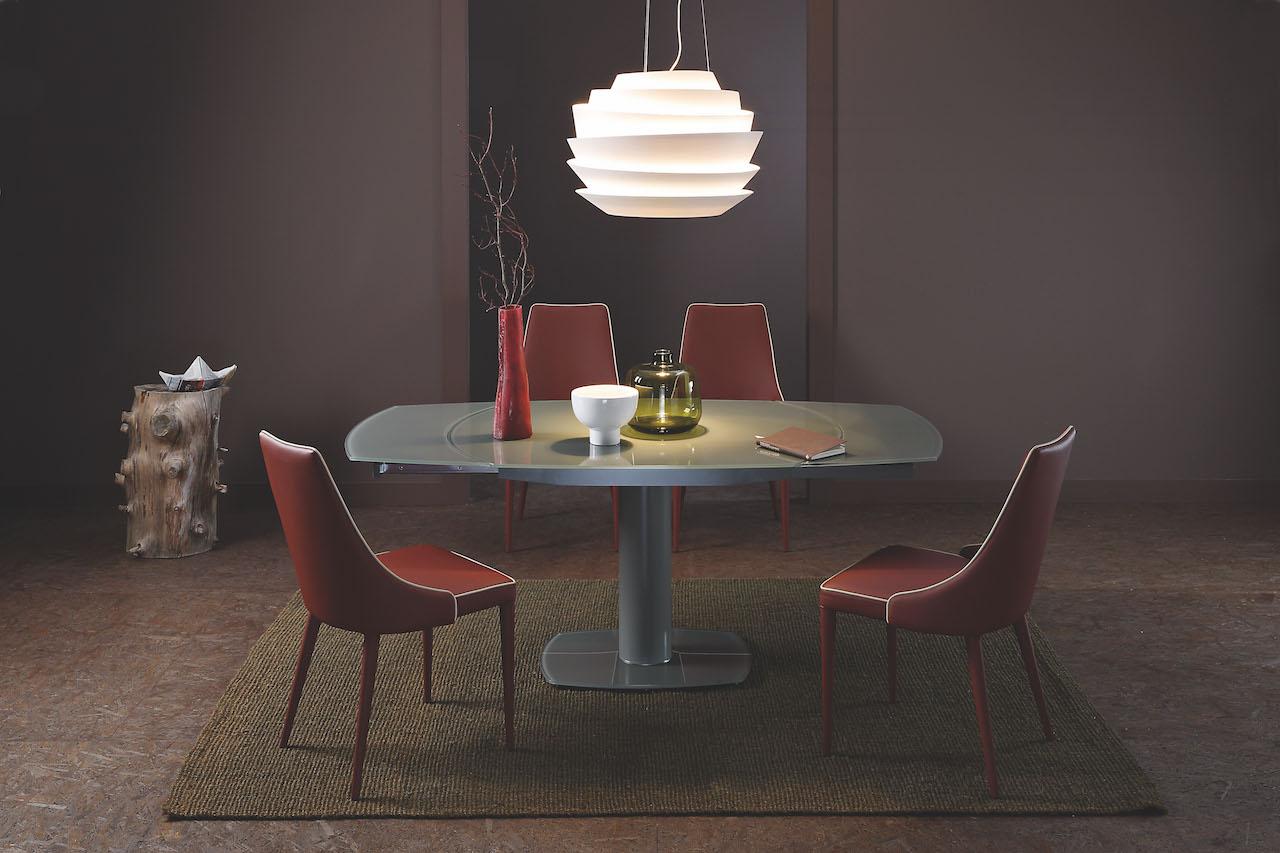 Tavoli e sedie di qualità artigianale by varo