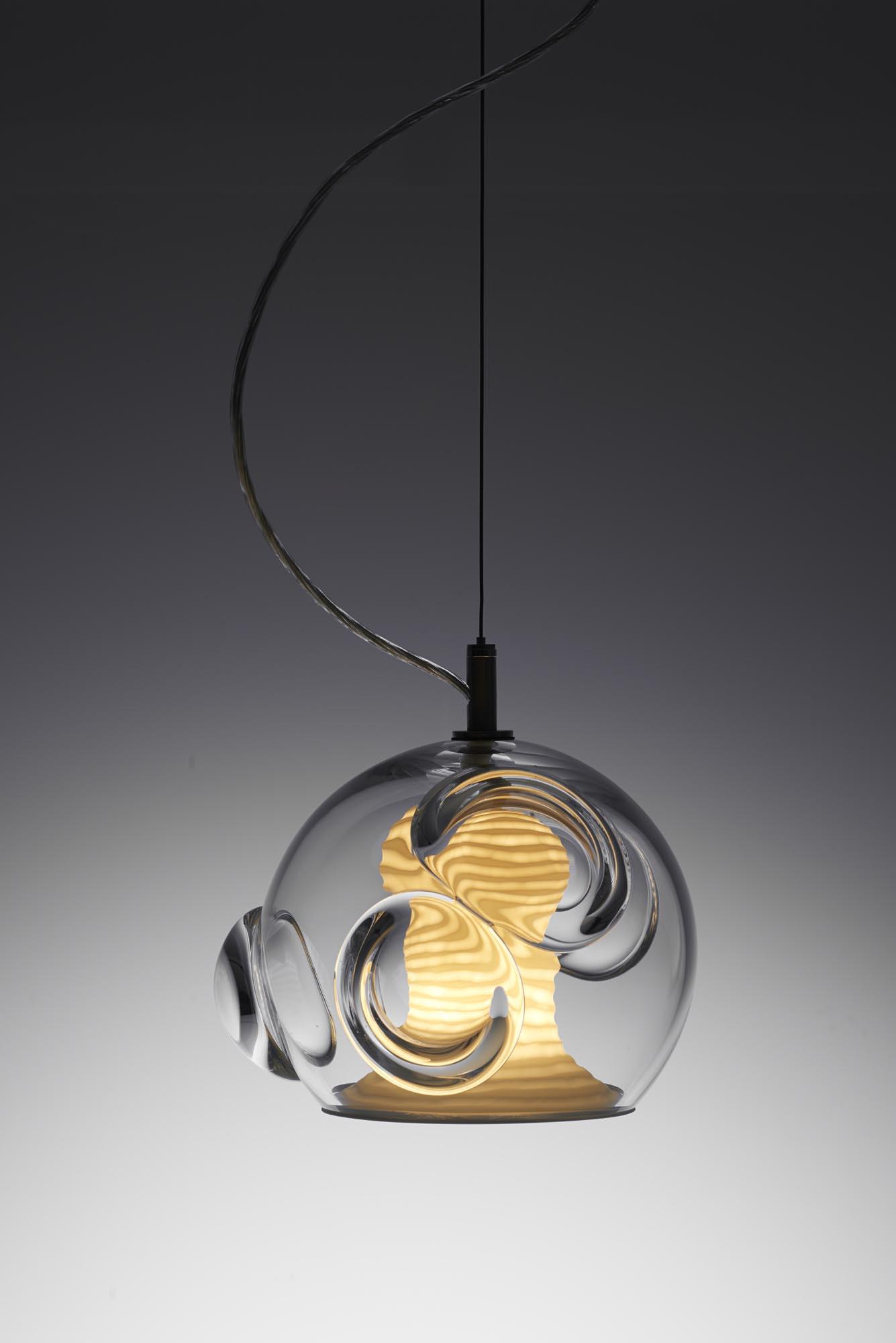 Due designer interpretano oggetti in vetro e ceramica for Oggetti di design on line
