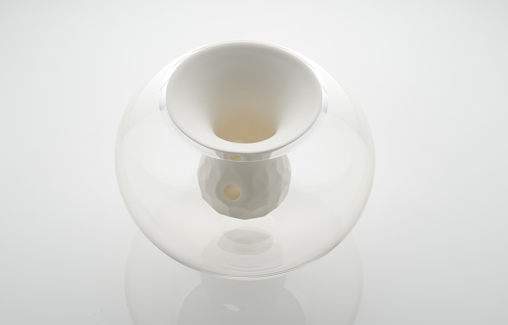 Due designer interpretano oggetti in vetro e ceramica - Oggetti ceramica design ...