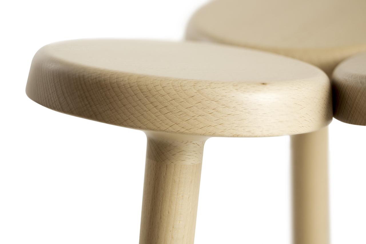 Sgabello In Legno Design : Uno sgabello in legno realizzato unendo elementi a piolo