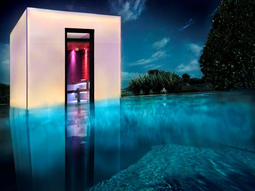 You Cube: un box per il benessere personale a bordo piscina
