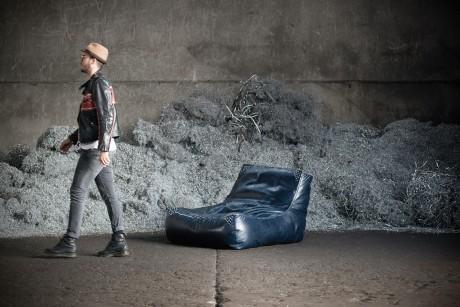 Zoe: la seduta rock si veste col chiodo in pelle e borchie