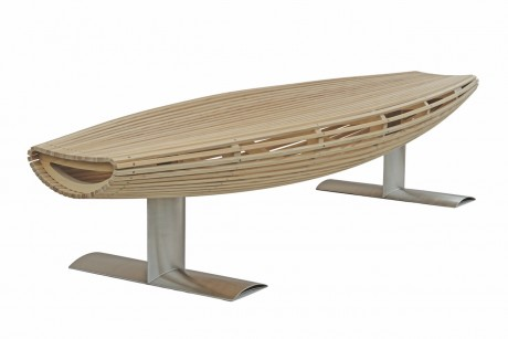 tre panche di design in legno curvato