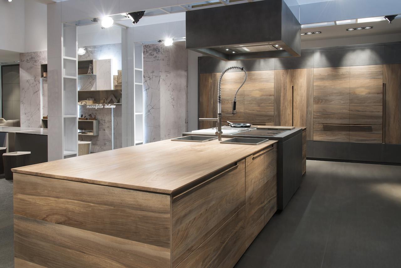 Essence, la cucina minimale in legno fossile