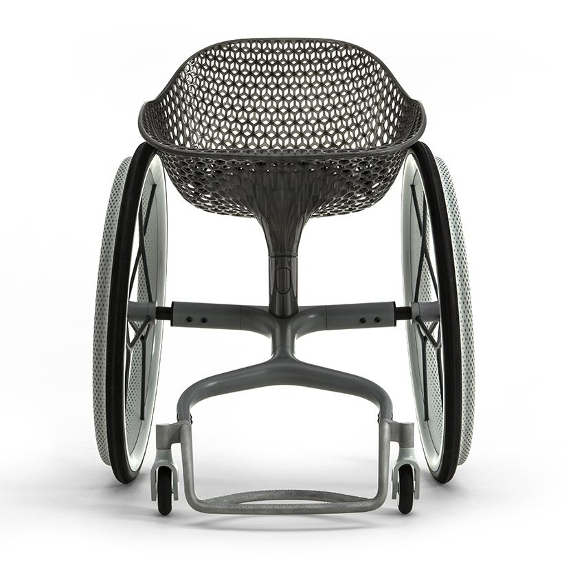 La prima sedia a rotelle di design stampata in 3d for La sedia nel design