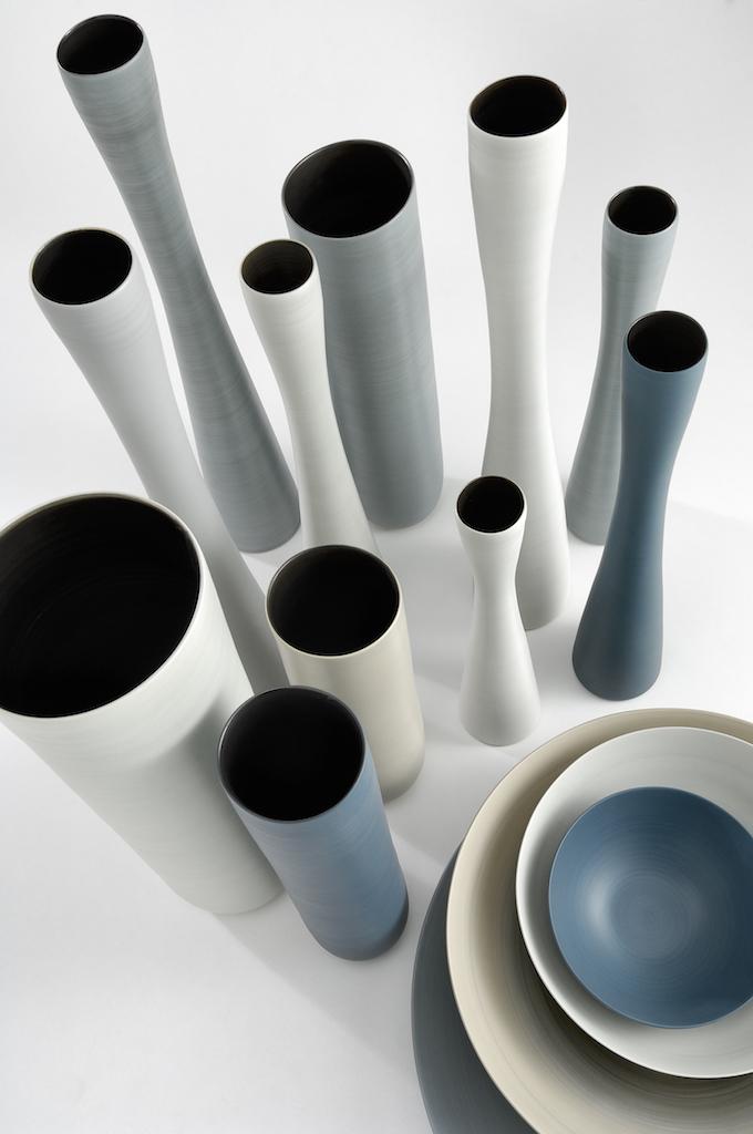 I vasi in ceramica di design dalle forme morbide e - Oggetti ceramica design ...