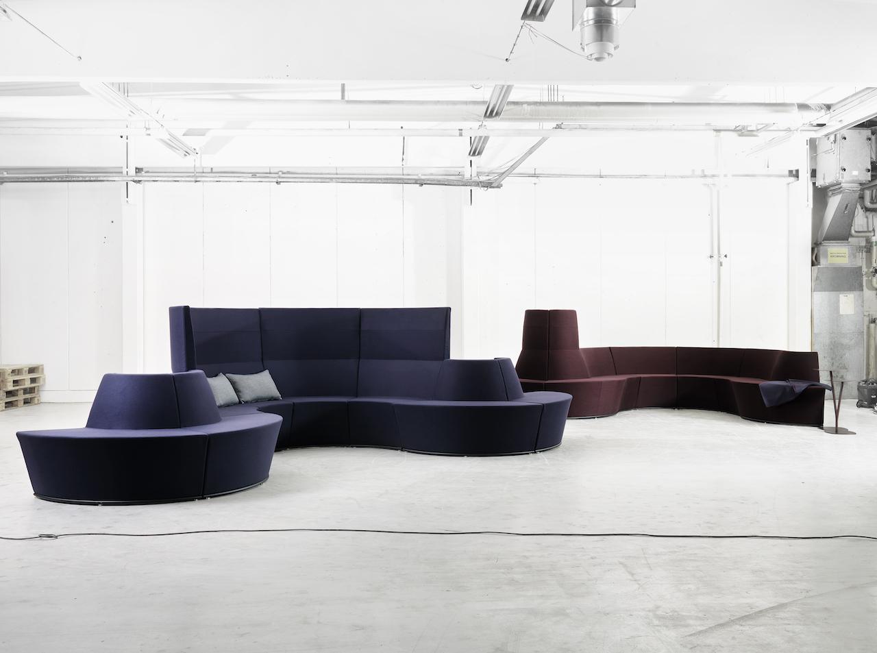 I divani componibili per uffici di lammhults for Divani da studio