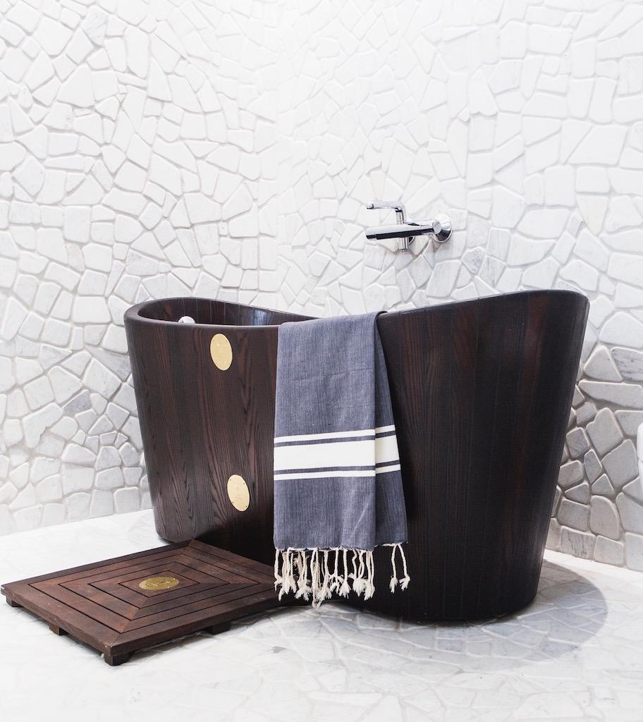 khis bath tub la vasca da bagno in legno di ispirazione