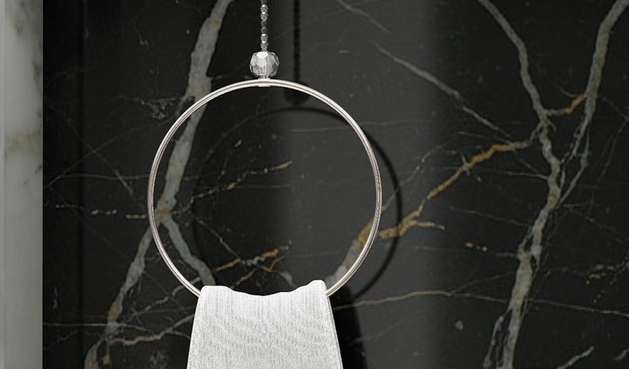 Tre linee di insoliti accessori bagno - Ripresa di nascosto in bagno ...