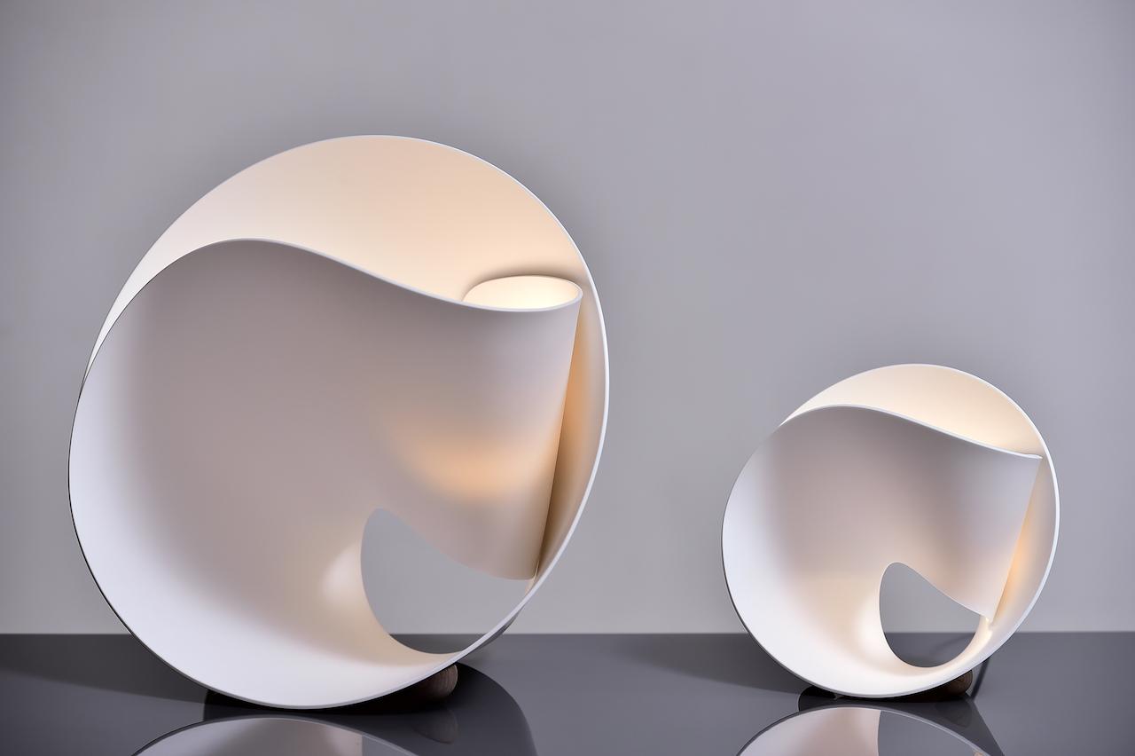 tulip la lampada che si avvolge come un fiore. Black Bedroom Furniture Sets. Home Design Ideas