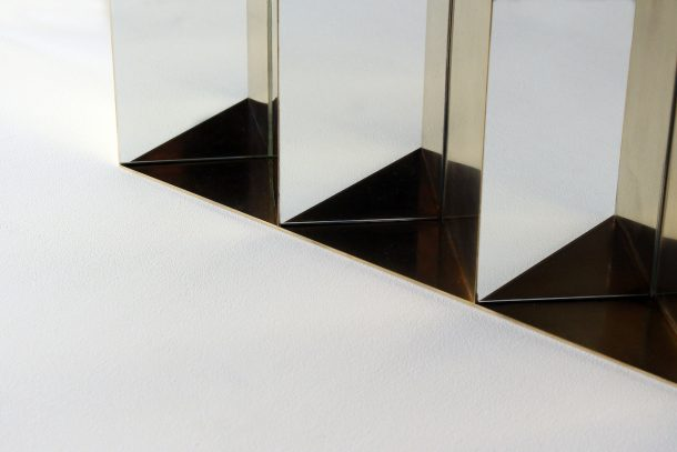 Una serie di specchi architettonici di Studio Note