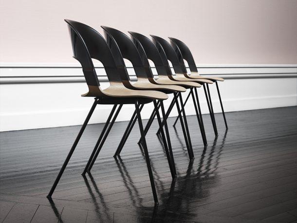 Pair Chair: una sedia impilabile dalle mille combinazioni