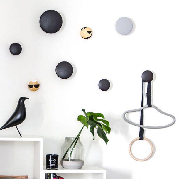 Dots, appendiabiti colorati che arricchiscono le pareti