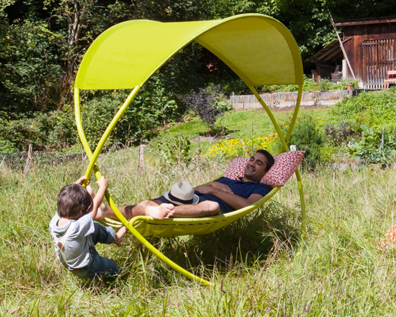 Amaca dondolo da giardino con oggetti da giardino usati for Oggetti da giardino