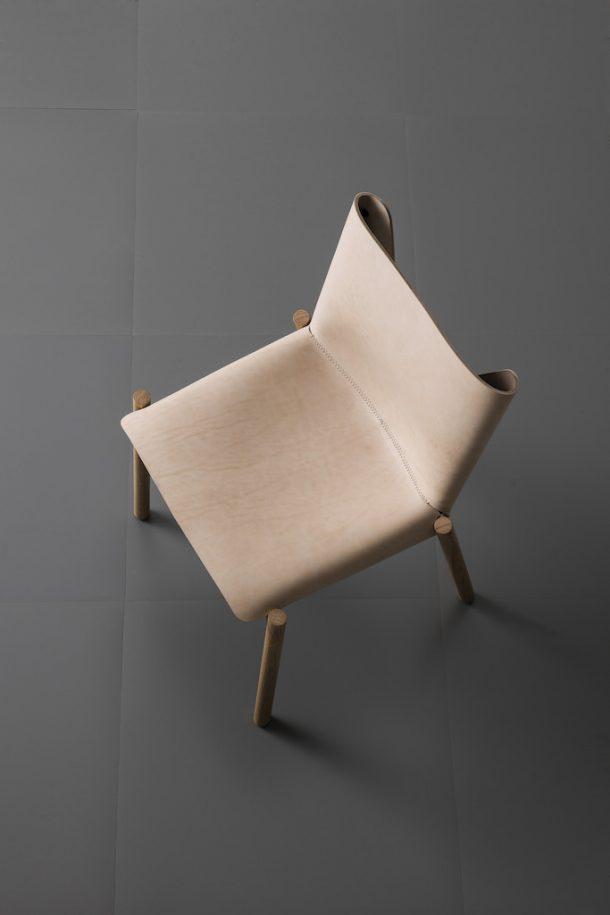 1085 Edition, la sedia in cuoio che valorizza il tempo