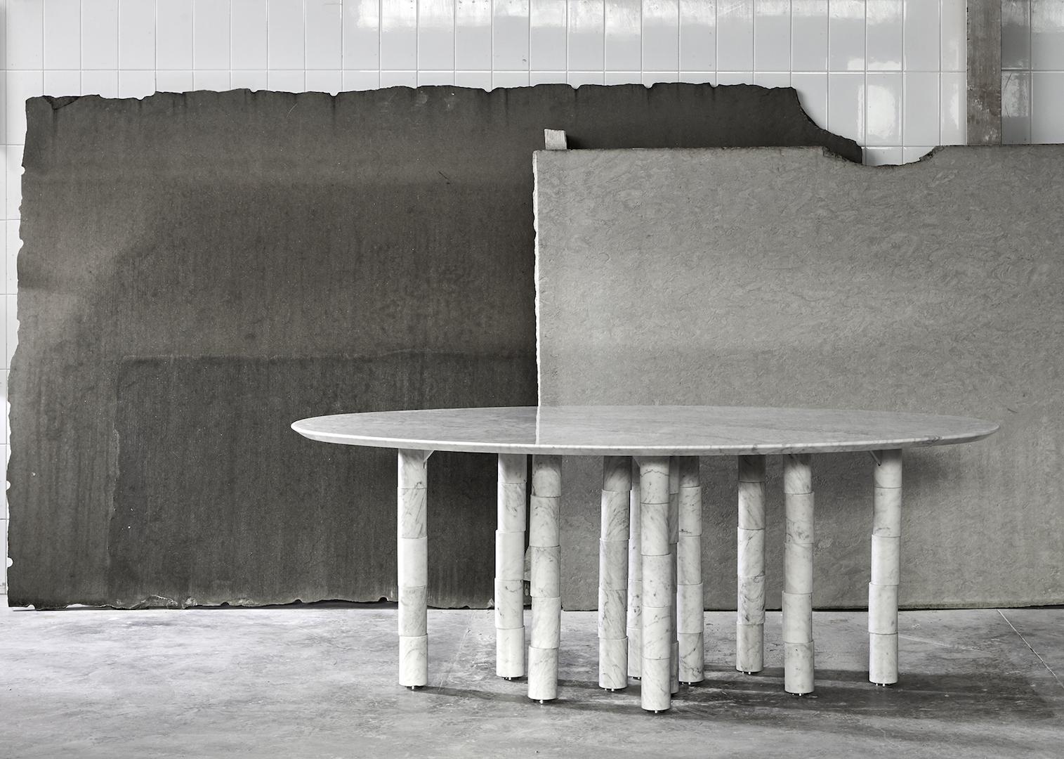 Convivio, il tavolo in marmo a 12 gambe