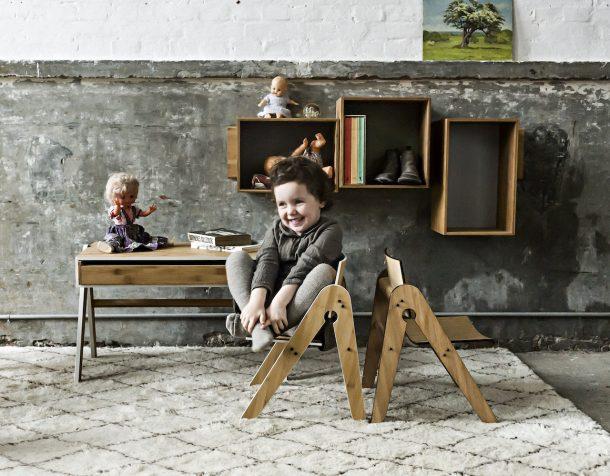Geo e Lilly sono i due componenti d'arredo che We Do Wood ha realizzato per creare un piccolo spazio da lavoro per i più piccoli. Un tavolo e una sedia in legno, minimali e super funzionali, in perfetto stile scandinavo.