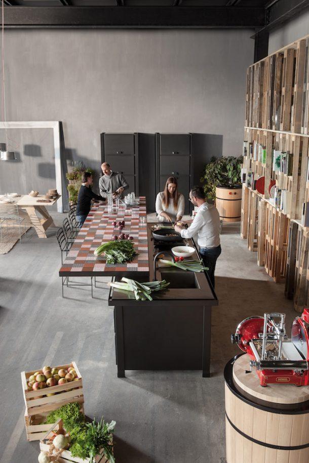 Minà, un nuovo piano da cucina in pietra lavica