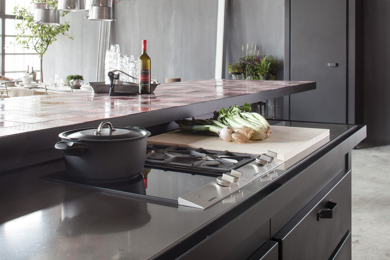 Minà, un nuovo piano da cucina in pietra lavica | Design Street