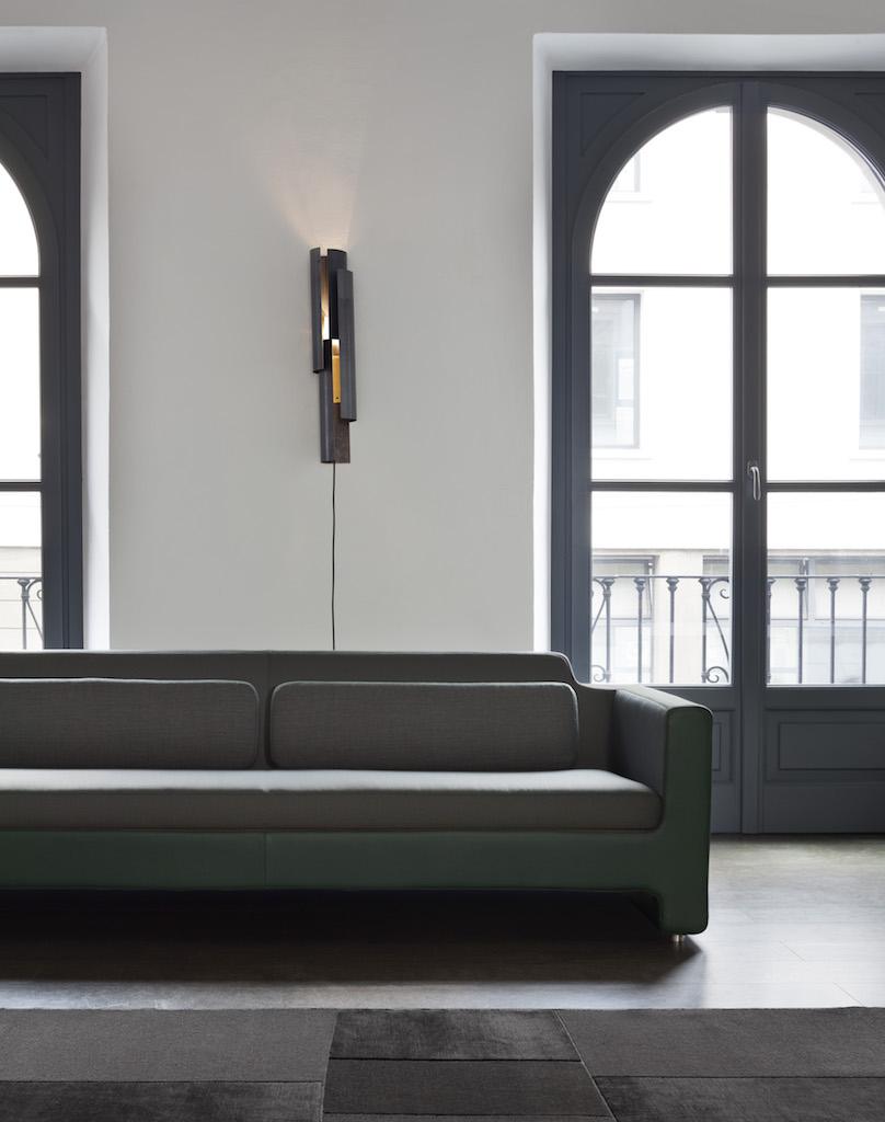 L 39 iconico divano horizon di arik levy si rif il look - Prodotti per pulire il divano in tessuto ...