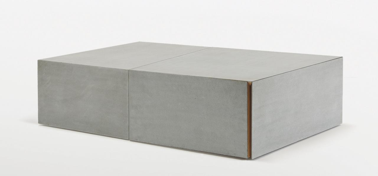 Il coffee-table DOI in legno e pietra Piasentina