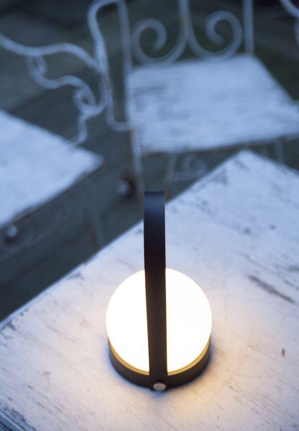 Lampada portatile ricaricabile Carrie. Norm Architects per Menu