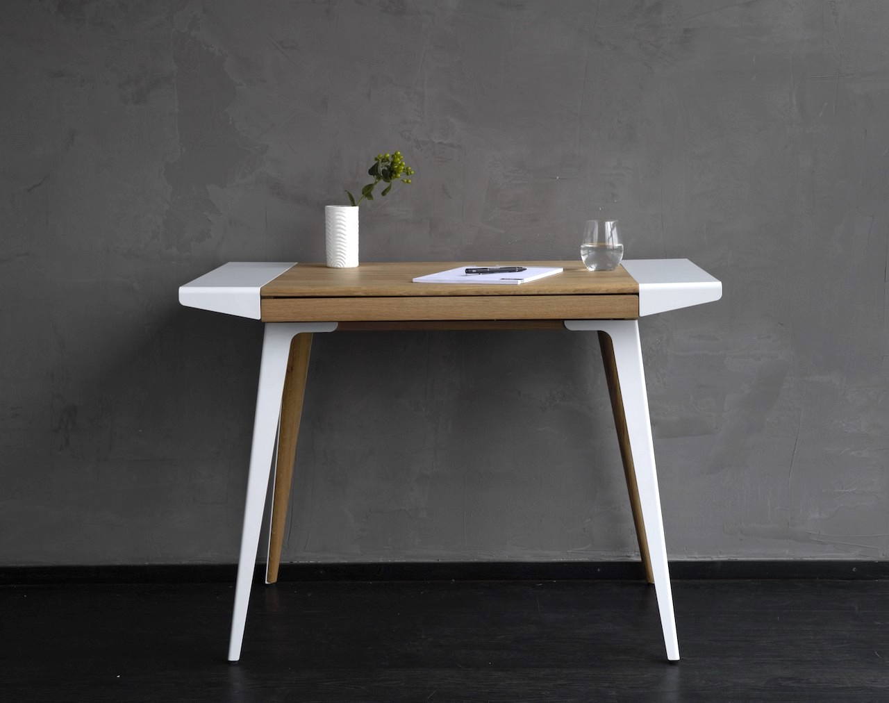 Ambitions desk la scrivania per l home office in stile scandinavo