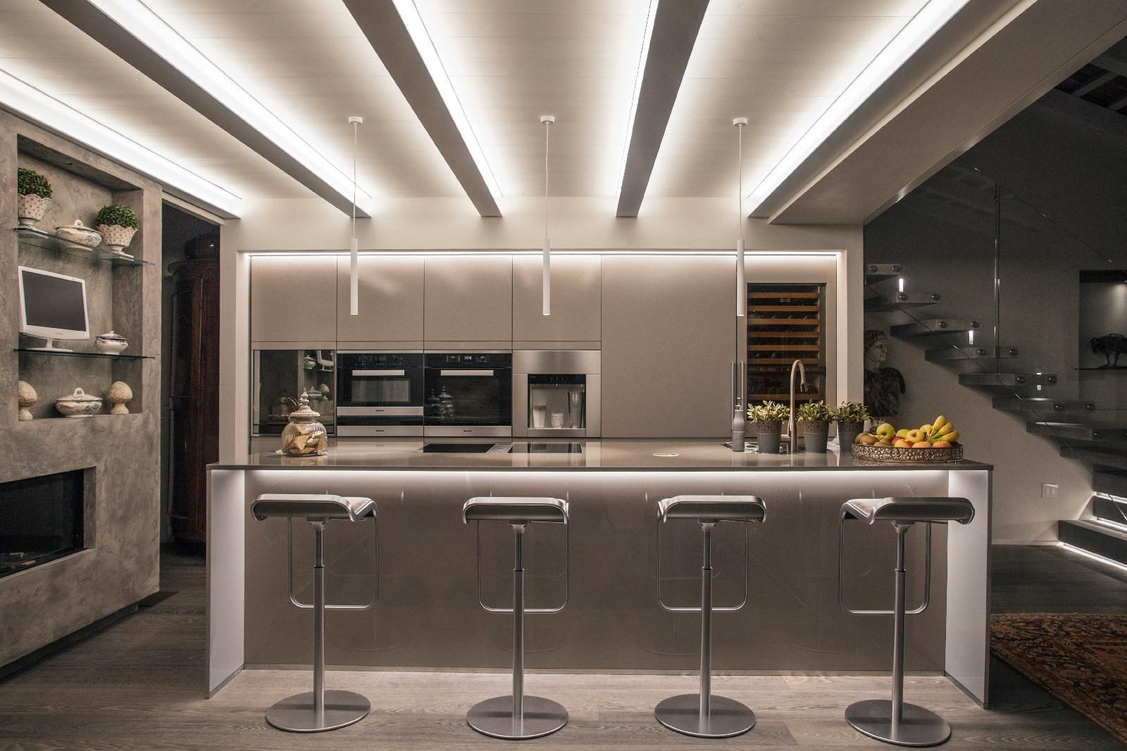 Ecco come illuminare la cucine e la zona living con le strip Led