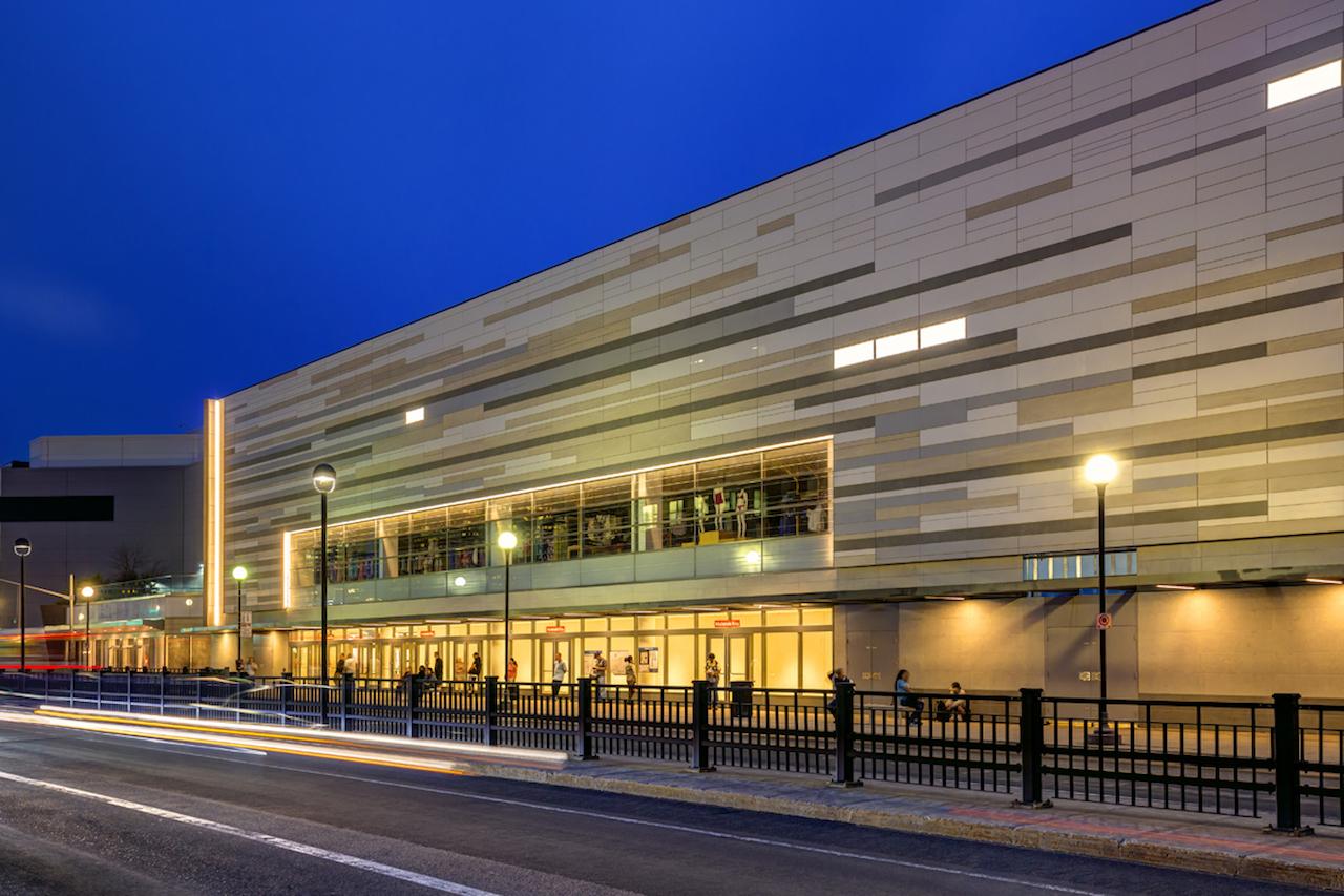 La nuova facciata dei magazzini nordstrom in canada design street