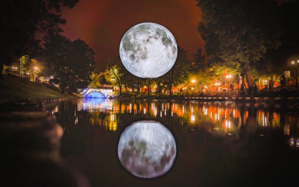Museum of the Moon by Luke Jerram - photo Robert_Sils