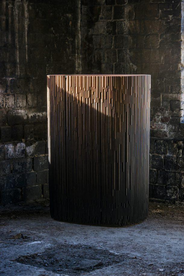 Melt: l'armadio in legno creato dal designer finlandese Antrei Hartikainen